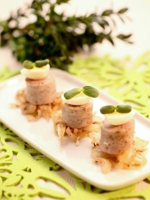 Biała kiełbasa z cebulą i kminkiem