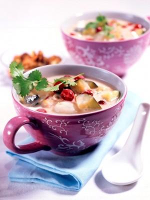 Egzotyczna zupa kokosowo-żurawinowa