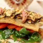 Filety z pstrąga w sosie maślano-koperkowym z płatkami migdałów