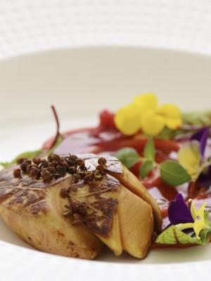 Foie gras z konfiturą pomidorową i sosem malinowym