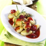 Gnocchi z pikantnym sosem pomidorowo-żurawinowym