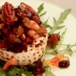 Grillowany camembert z orzechami pecan i migdałami