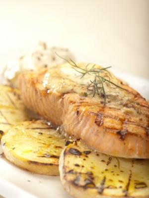 Grillowany łosoś norweski z sosem musztardowo-majonezowym z miodem
