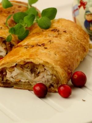 Kulebiak z kapustą, grzybami i pieczonym sandaczem