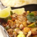 Kurczak po marokańsku z warzywami, migdałami i orzechami nerkowca