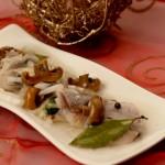 Marynowane śledzie norweskie ze słodką cebulą i marynowanymi rydzami