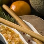 Mus z wątróbek drobiowych w świeżo mielonym czarnym pieprzu z chutney owocowym