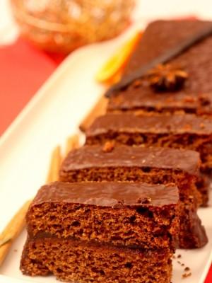 Piernik z konfiturą śliwkową w polewie czekoladowej