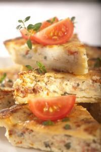 Quiche z białym serem i świeżymi ziołami