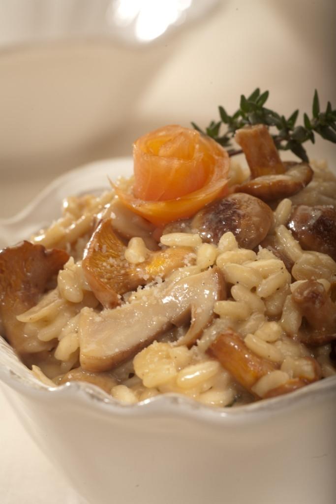 Risotto z grzybami i wędzonym łososiem norweskim
