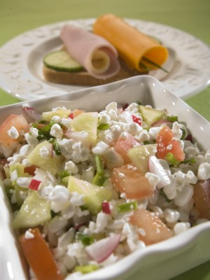Sałatka śniadaniowa z białego sera i warzyw