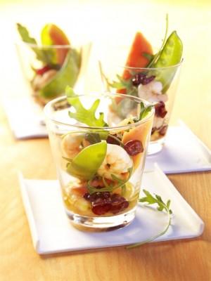 Sałatka z papai, żurawiny amerykańskiej i krewetek