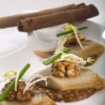 Śledź norweski z sosem piernikowym i orzechami włoskimi