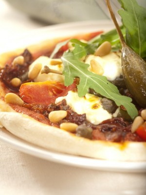 Ulubiona pizza Roberta i Konrada z rukolą, serem ricotta i suszonymi pomidorami