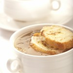 Zupa cebulowa z serem gruyère