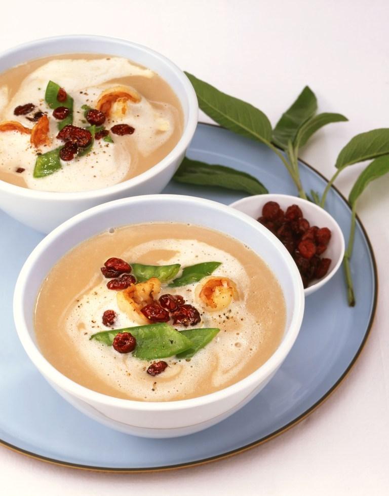 Zupa kasztanowa z krewetkami i żurawiną